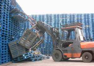 Fork lift truck accident - collapsed pallets